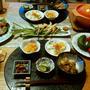 ローストビーフポークサラダとエスニック風スープとプランターのきゅうりとトマト、小鉢5品の晩酌。