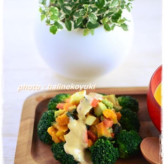 アボカドとモッツァレラチーズの彩りサラダ・チリマヨドレッシング
