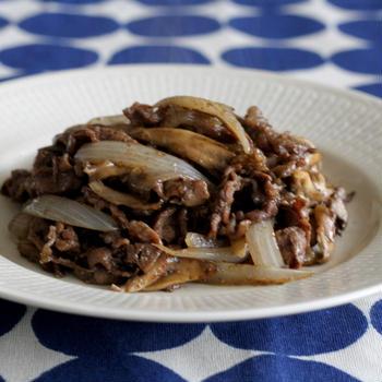 牛肉と新たまねぎと舞茸の黒胡椒炒め