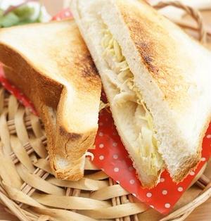 【スパイス大使】包丁いらず♪サラダチキンとキャベツのマスタードマヨ炒めホットサンド