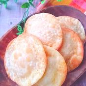 餃子の皮でチーズin煎餅カレー風味