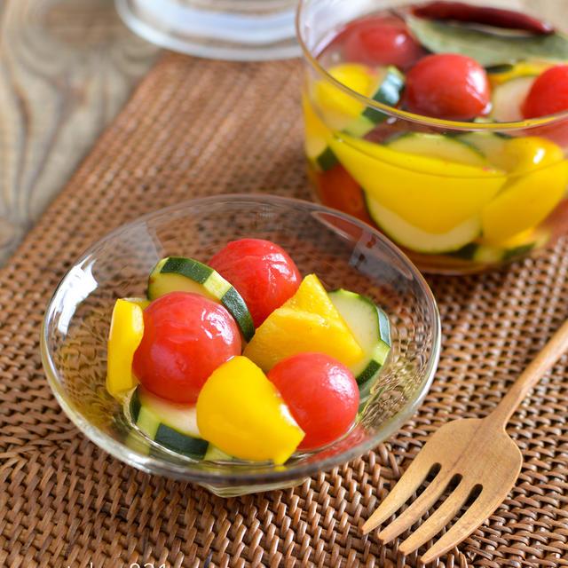 夏野菜のピクルス。ミニトマト、ズッキーニ、黄パプリカの3色でカラフル♪【農家のレシピ帳】