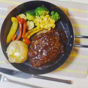 デミグラスハンバーグと彩り野菜のグリル
