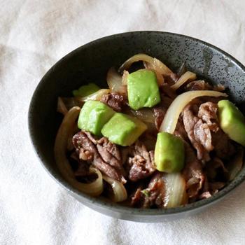 牛肉とアボカドの生姜炒め