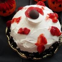 ハロウィンにオレオザクザク目玉ケーキ
