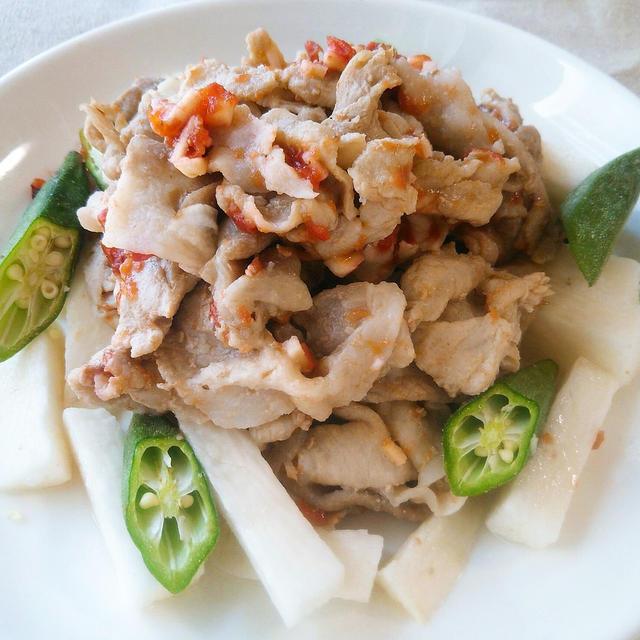 【レシピ】オクラと長芋の豚しゃぶサラダ 梅にんにくドレッシング