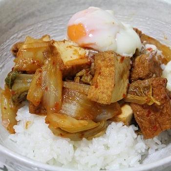 厚揚げと白菜のキムタレ丼