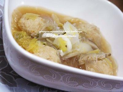 <鶏団子と白菜と緑豆春雨の中華スープ>