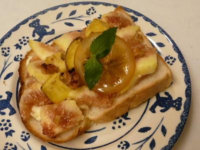 無花果&さつま芋・クルミのクリームチーズトースト・はちみつレモン添え