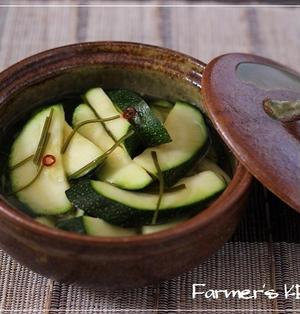 収穫したての野菜で昼ごはん。『ズッキーニの浅漬け』