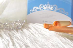 「花嫁が結婚式に青いものを身に着けると幸せになれる」という、「サムシングブルー」の言い伝えをもとにデ...
