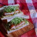 アボカドとクリームコロッケのサンドウィッチ