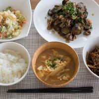 【晩ごはん】茄子と豚肉の生姜焼き風炒め(レシピ)と、ポテトサラダなど。