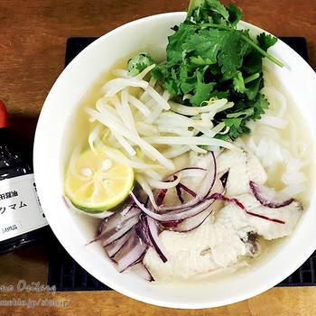 鶏手羽スープとヌックマムで本格的フォー・ガー
