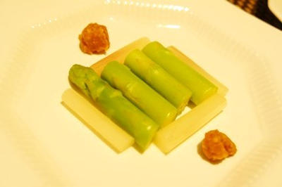 盛り付け次第でフレンチ風?アスパラとミョウガ茸のボイル、ゴーヤと夏野菜の大葉餡