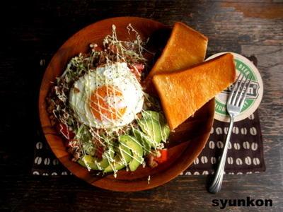 【簡単!!カフェごはん】キャベツとアボカドとトマトのひき肉サラダ