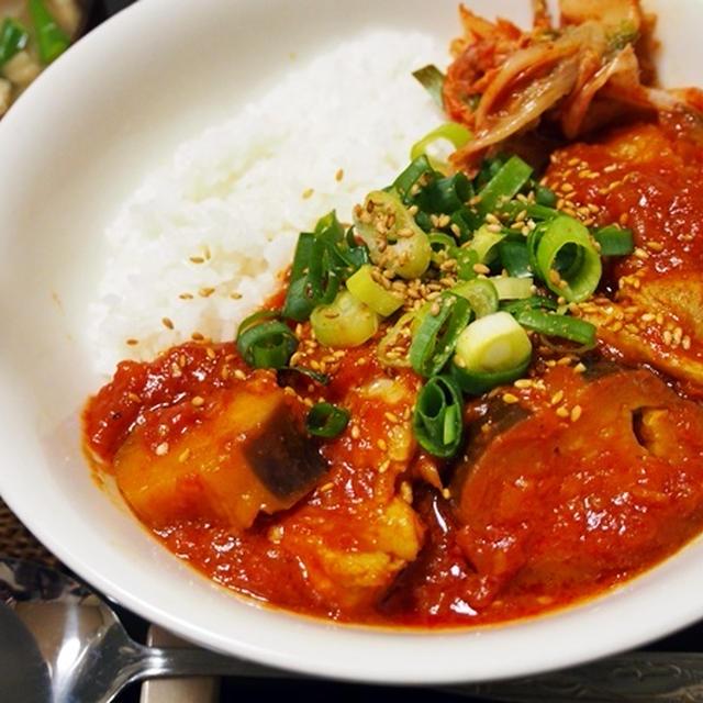 トマトソースは和風にすべき。鶏肉とナスのトマト煮丼