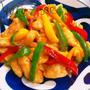夏野菜とむね肉のピリ辛ニンニクはちみつ味噌炒め