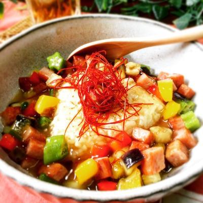 ランチョンミートとカラフル野菜あんかけの焼きおにぎり