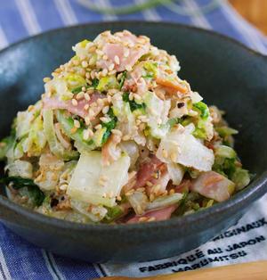 1/4株なんてペロリ♪旨味ましまし♪『ごまマヨおかか de 白菜とベーコンの無限サラダ』