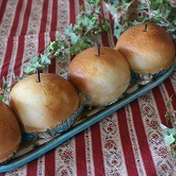好評のリンゴ丸ごとパン