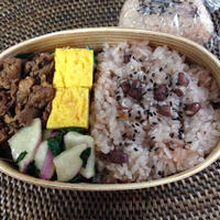 【お赤飯】ピリ辛牛肉煮とお赤飯のお弁当