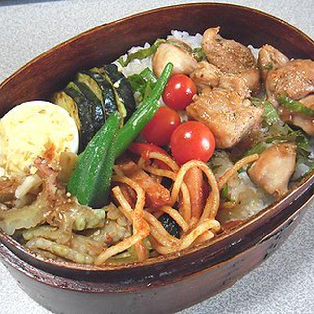 焼き鳥丼弁当。茄子とトマトのスパゲッティ