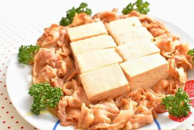 相性抜群!豆腐と豚バラ肉の煮物のレシピ