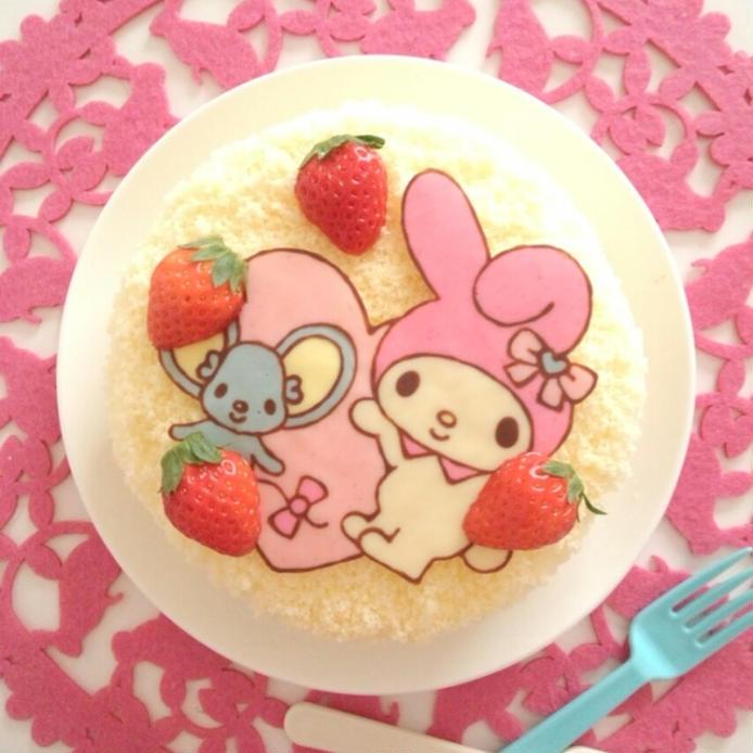 ウサギとネズミのキャラチョコがのったケーキ