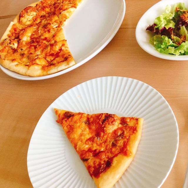 *休日のゆっくりランチにアンチョビピザを焼いて。 *米粉(上新粉)のもっちり食パン。 *ジャラも大好き♪ さわやか自然百景。