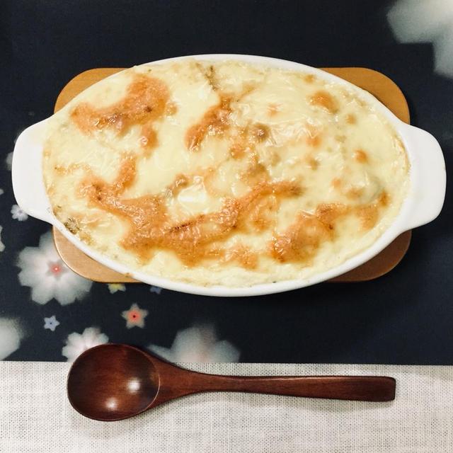 豆腐のホワイトソースとゆで肉だんごグラタン