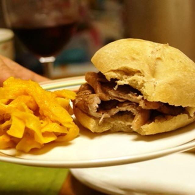 素朴なパン+豚肉だけ!お肉を煮たウスターソースがたまらないポルトガルの豚バーガー「ビファーナ」、素朴で美味しいいんげんスープ、最近のお気に入り!レタスのグラタン