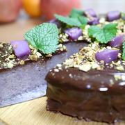 チョコ掛け紫芋のホールケーキ