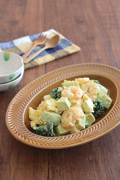 カフェ風おうちごはん♪えびとアボカドの卵サラダ