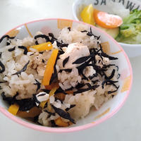 炊飯器でお手軽☆豆腐とひじきの炊き込みご飯