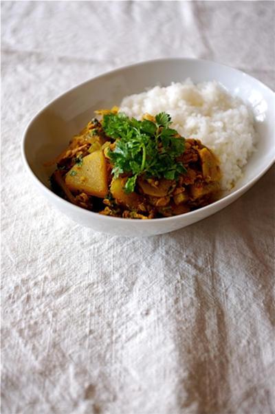 香菜いっぱい、大根とツナのカレー。