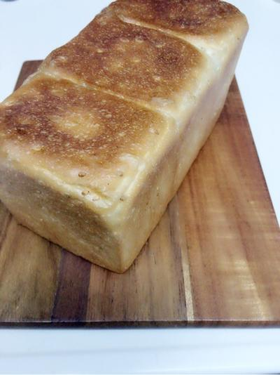 白ごま角食パン焼いて、海苔の佃煮チーズトースト。と、歯が!
