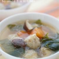 わかめと鶏団子の中華風春雨スープ