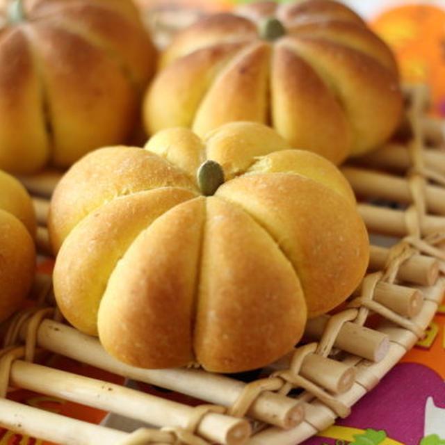 スパイシーでほんのり甘い香り!オールスパイス入り かぼちゃの形のパン