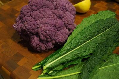 紫カリフラワーとタスカンケールのサラダ & 地鶏卵のカルボナーラ