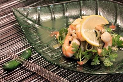 パクチーの日のひんやりトムヤムパクチー麺。