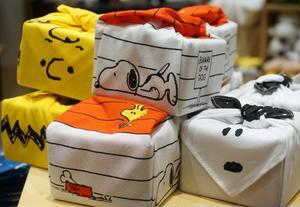 ■「まめぐい チャーリー・ブラウン、ドッグハウス、スヌーピー」1200円(税抜)<br><br>19...