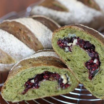 抹茶とフランボワーズのフランスパン