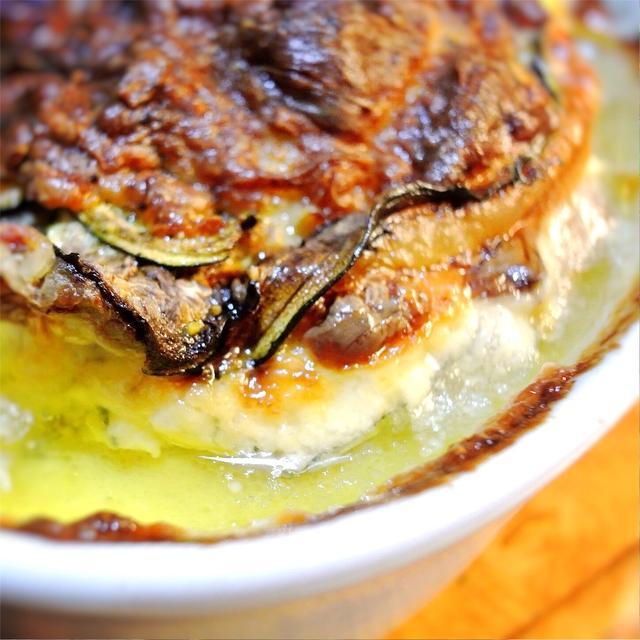豚薄切り肉とズッキーニ、チーズのミルフィーユ焼き、ローズマリー風味