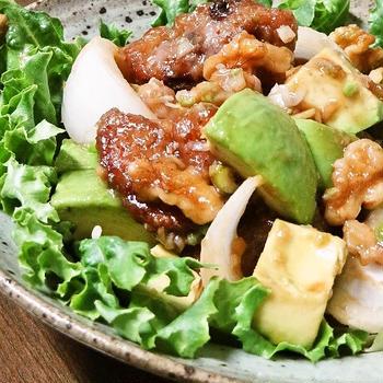 アボカドと胡桃入りの黒酢酢豚