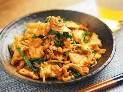 鶏むね肉、にら、エノキのキムチ炒め