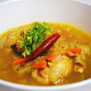 栄養たっぷりヘルシーカレーで夏を乗り切ろう!残り野菜で簡単おいしい♪鶏手羽元と野菜のスープカレー