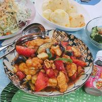 フライパン一つでできる「鶏肉と夏野菜のガパオ味炒め」レシピ♪