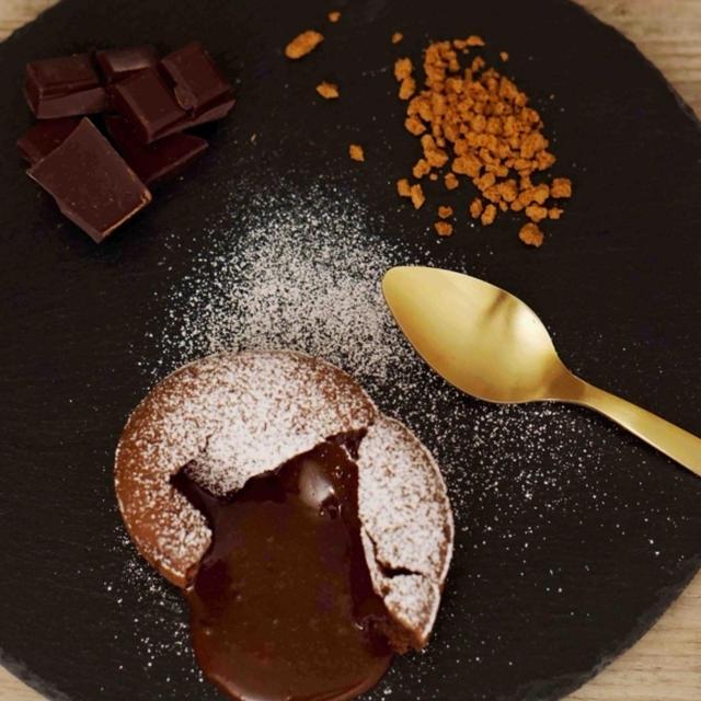 """熱々のチョコレートが流れ出す""""フォンダンショコラ""""の作り方"""