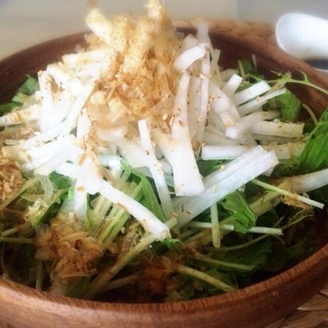 自家製ノンオイル青じそドレッシングの水菜大根サラダ